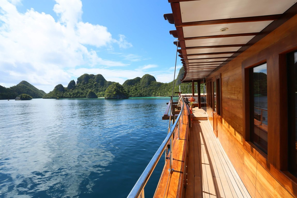 Yacht charter Waisai to Raja Ampat islands